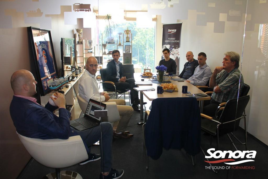 """""""Rīta kafija kopā ar SONORA"""", kur tika diskutēts par biznesa attīstības un loģistikas iespējām Uzbekistānā."""