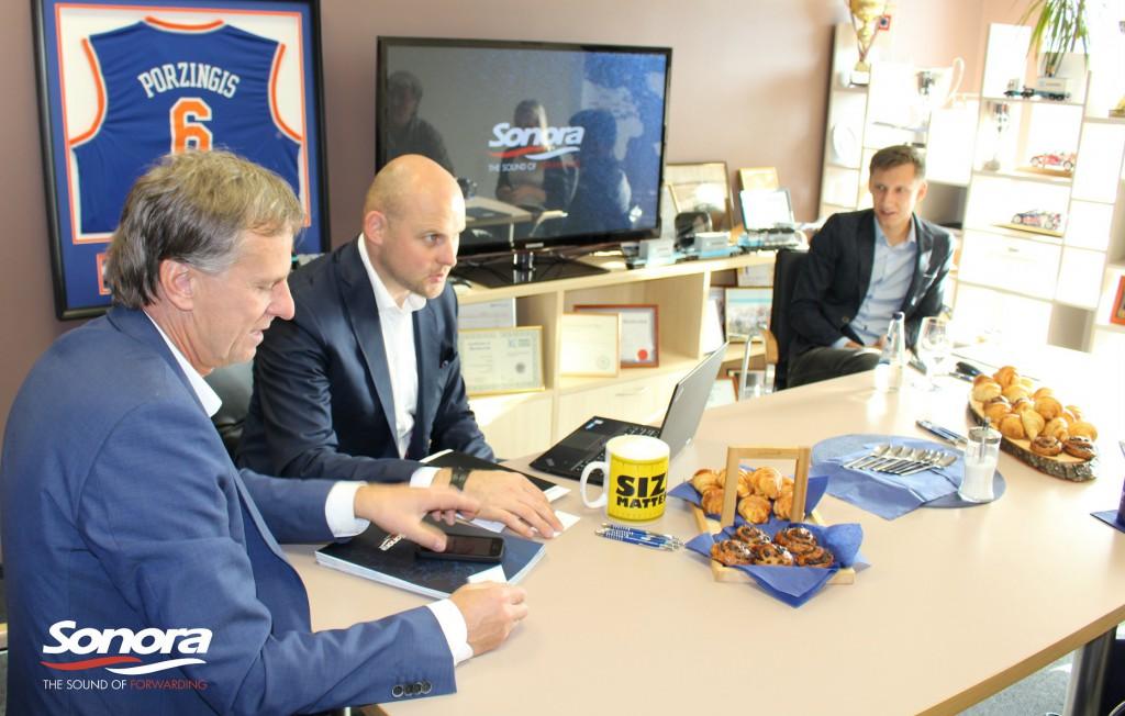 Esošā ekonomiskā un politiskā situācija ir krietni ietekmējusi Latvijas eksportējošos uzņēmumus, kas arī atsaucas uz eksport apjomiem. Lai izdzīvotu jaunajos tirgus apstākļos, nepieciešams apgūt jaunus reģionus. Eksperti uzskata, ka Latvijas eksportam lielākais potenciāls saskatāms tieši Austrumos.